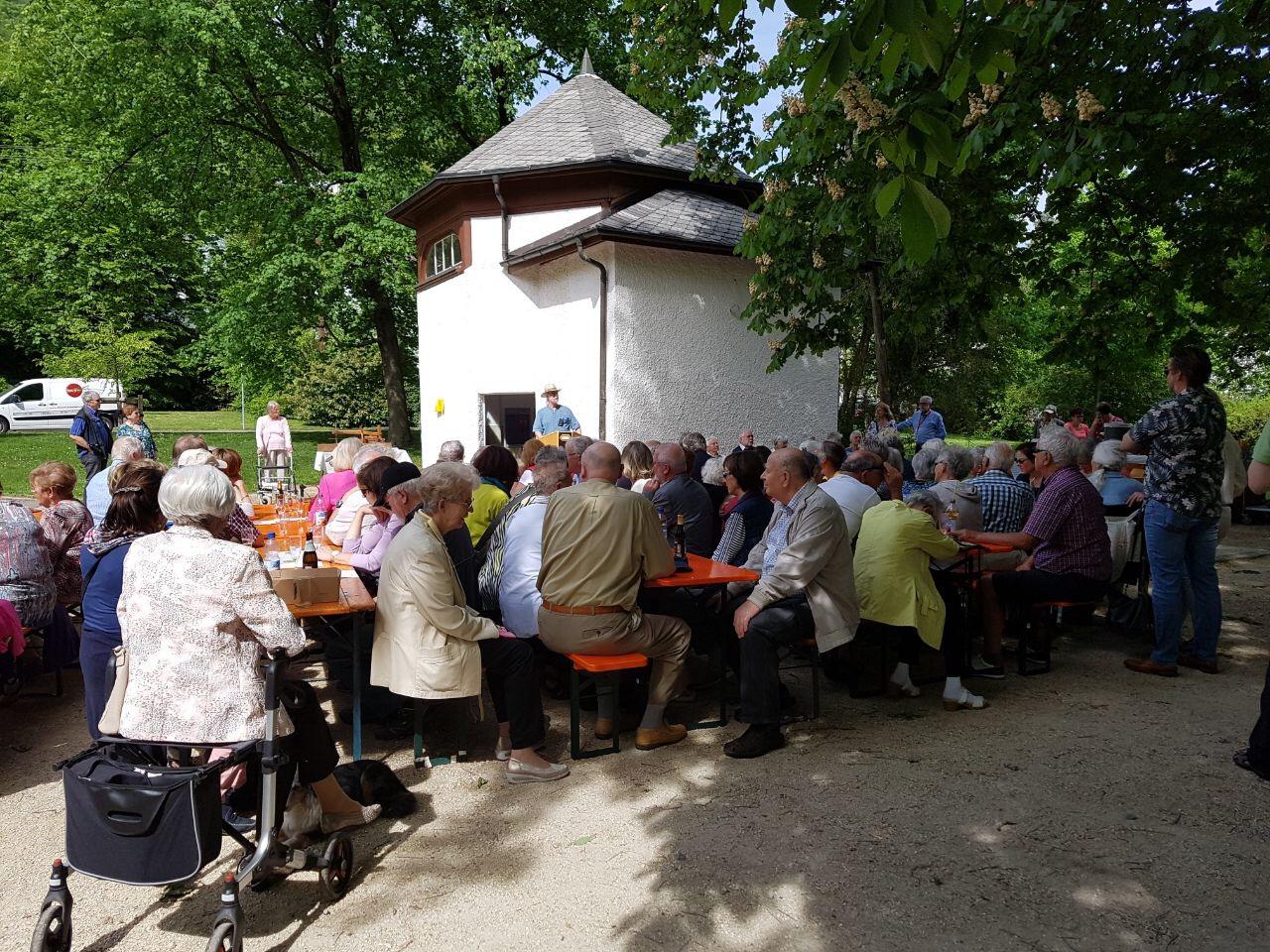 Besucher bei der Eröffnung Emilianeum 2018